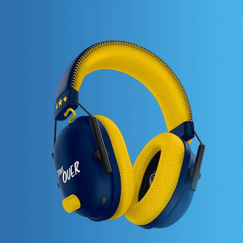 RAZER™ TRIFORCE TITANIUM 50MM DRIVERS RAZER™ HYPERCLEAR CARDIOID MIC WITH USB SOUND CARD ADVANCED PASSIVE NOISE CANCELLATION THX SPATIAL AUDIO FLOWKNIT MEMORY FOAM EAR CUSHIONS